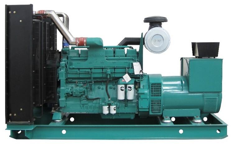 发电机组是将其他形式的能源转换成电能的成套机械设备,由动力系统、控制系统、消音系统、减震系统、排气系统组成,由水轮机、汽轮机、柴油机或其他动力机械驱驱动,将水流、气流、燃料燃烧或原子核裂变产生的能量转化为机械能传给发电机,再由发电机转换为电能,输出到用电设备上使用。发电机在工农业生产、国防、科技及日常生活中有广泛的用途。近年来随着技术进步,作为家庭应急电源及野外出行电源的优质选择,轻量便携小型发电机组也开始进入居民的日常生活中。 以发电机组价格成本占GDP的比率来看,我国为21.3%,康明斯发电机,康明斯